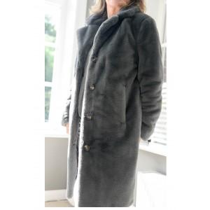 Oakwood - Fake Fur Mantel
